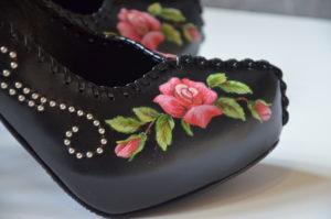 Góralskie malowanie na butach