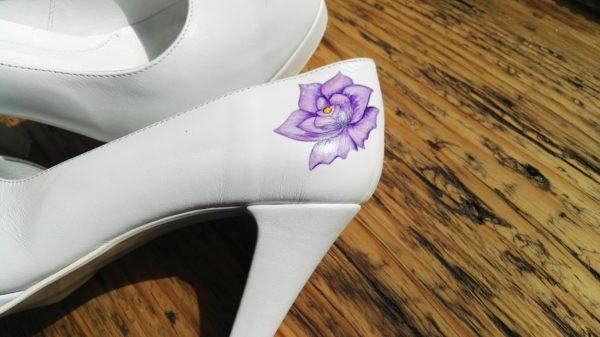 malowany kwiat róży fioletowy