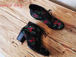 sznurowane buty góralskie ozdobione tybytem