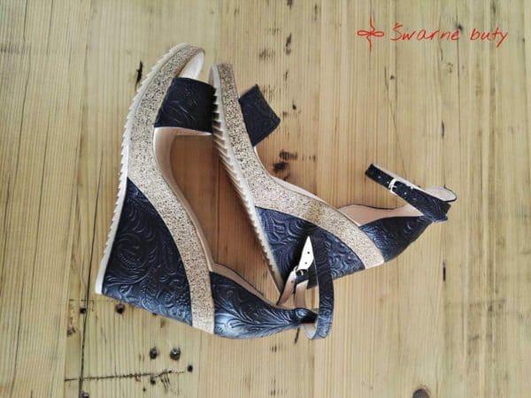 Sandały z tłoczonej skóry